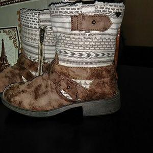 Roxy short boots size 7